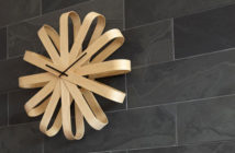 L-horloge-design-Ribbon-Wood-d-Umbra