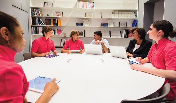 reunions quotidiennes permettent a toute l-equipe